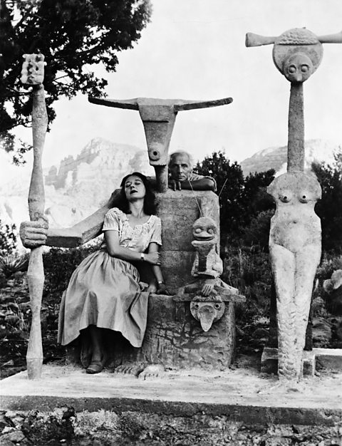 Dorothea Tanning and Max Ernst with his sculpture, Capricorn, 1947 | © John Kasnetsis