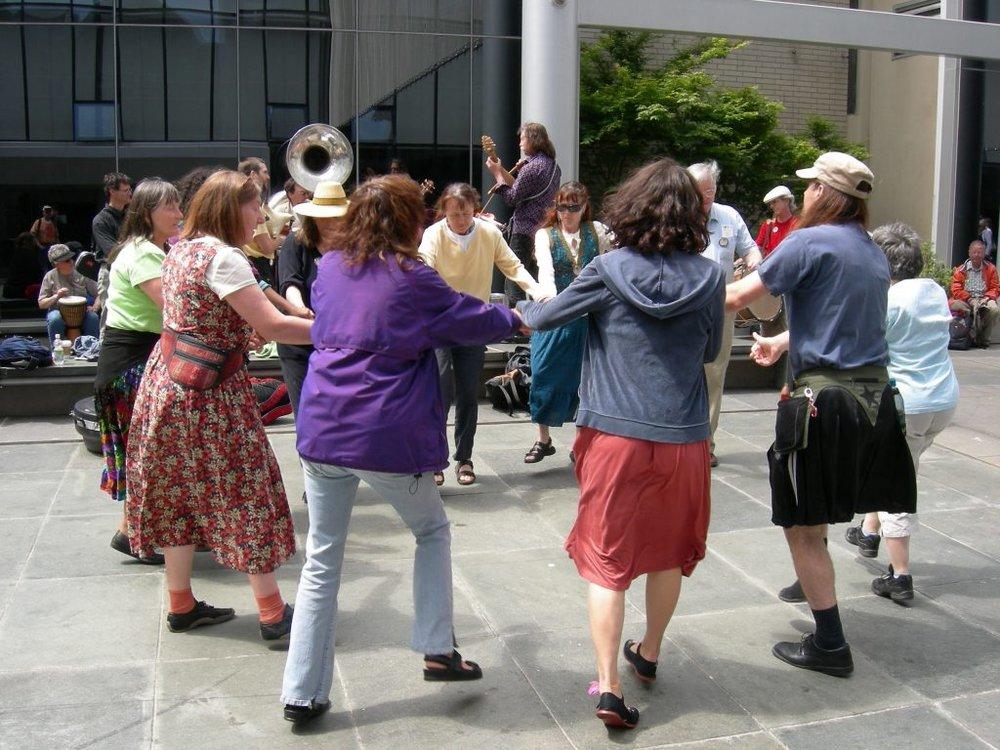 Seattle_Folklife_circle_dance_01-1024x768.jpg
