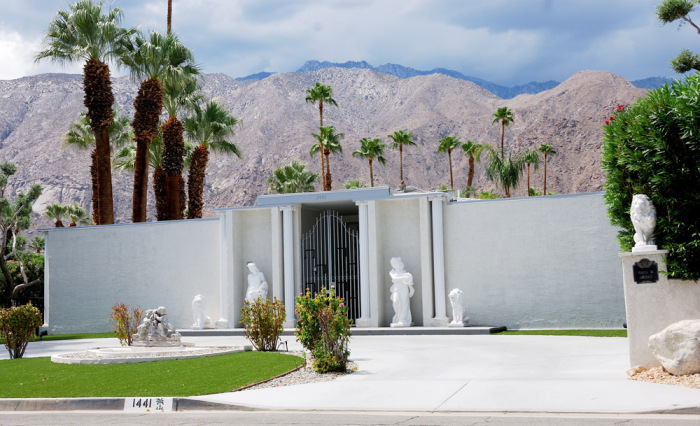 PIAZZA DEL LIBERACE, PALM SPRINGS
