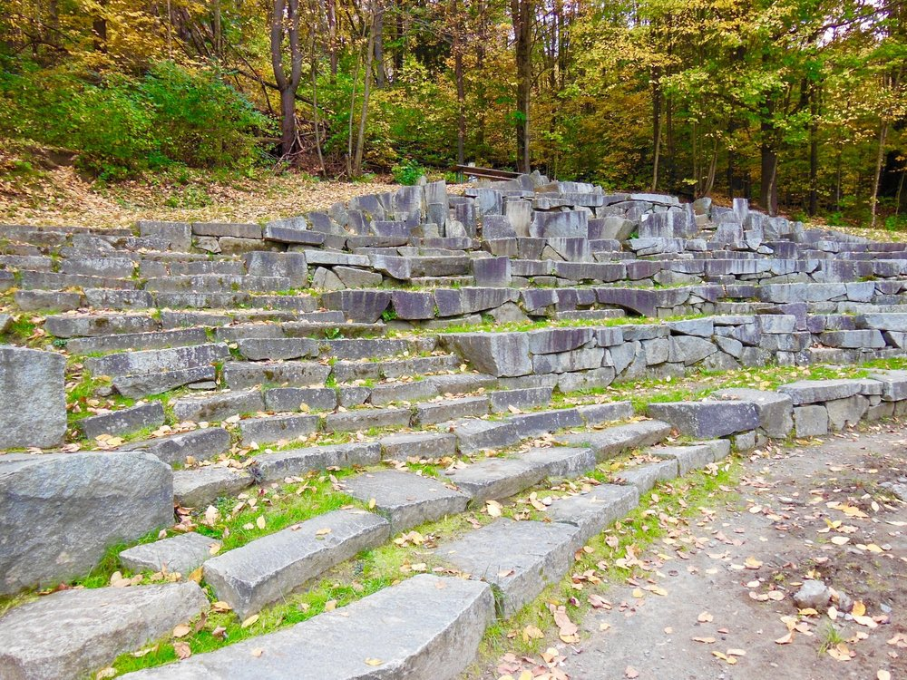 AMPHITHEATER SEATING