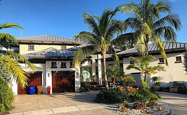 Did you know Lighthouse Point was named after the Hilsboro inlet Lighthouse, which is located right by Hilsboro Beach. Lighthouse Point is an extremely personable city with spectacular views and locations on the intracoastal! Have a home custom built or choose from several styles!  Lighthouse Point FL 📍Contact us now! #lighthousepointfl #coastalliving #city #realestate #homebuyers #luxurylifestyle #southflorida
