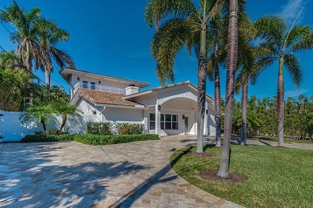 BEST PRICED WATERFRONT HOME IN BOCA ⭐️ This home features amazing interior designs, and is located perfectly minutes to the beach, downtown, shopping, and more! Contact us for your private showing!  3🛏 3🛁 3,398 SF Caribbean Keys 📍 $1,225,000 Courtesy by Mizner Grande Realty LLC #waterfronthomes #bocalifestyle #bocaraton #downtownbocaraton #southflorida #realestate #luxurylifestyle