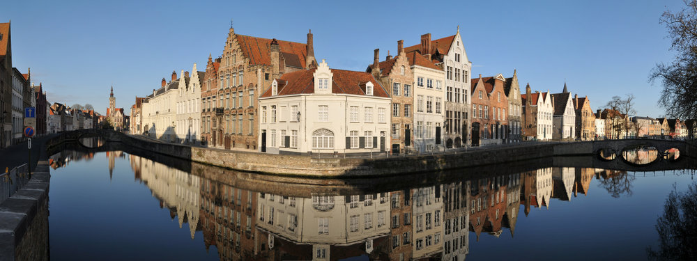 Bruges_Canal_Panorama.jpg