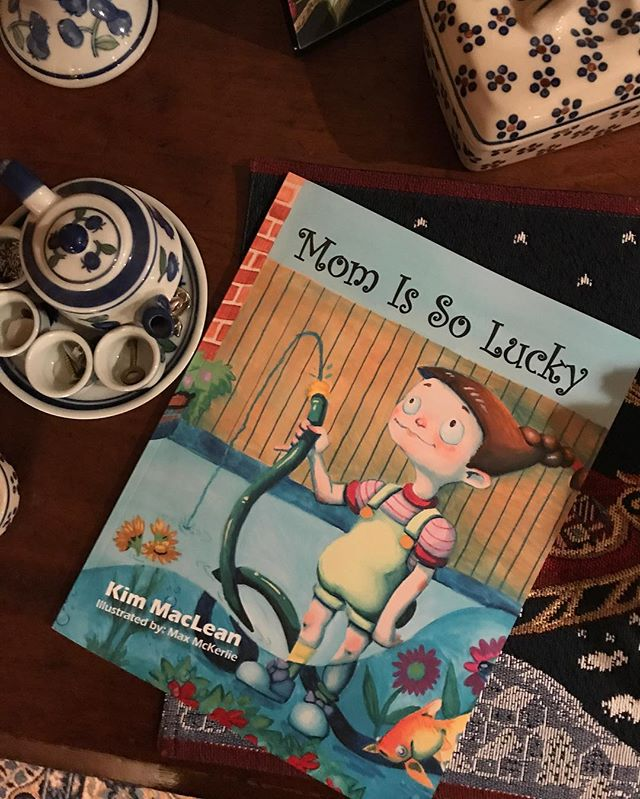 """The book I illustrated for the amazing author Kim MacLean, called """"Mom is So Lucky"""" is now available to buy online on the Indigo, Barnes and Nobel, and Amazon websites! - - - - - - - - - - #illustration #canadian #canadianart #canadianillustrator #author #momissolucky #art #amazon #barnesandnoble #amazon #westernucreates"""