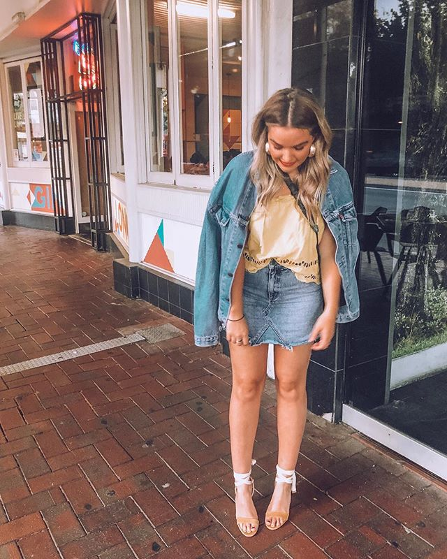 Double denim for the win, every single time. 👖👖