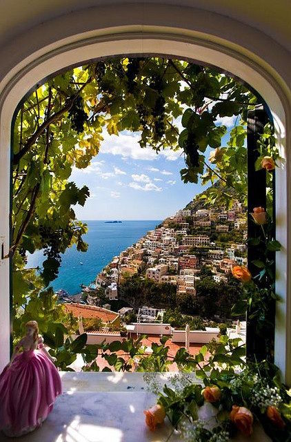 Archway to the sea. Campania.jpg