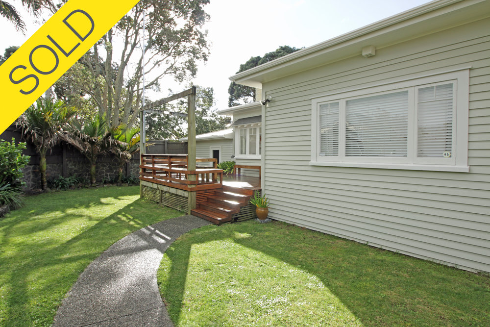 14 Horotutu Road, Greenlane, Auckland - SOLD JULY 20173 Beds I 2 Baths I 3 Parking