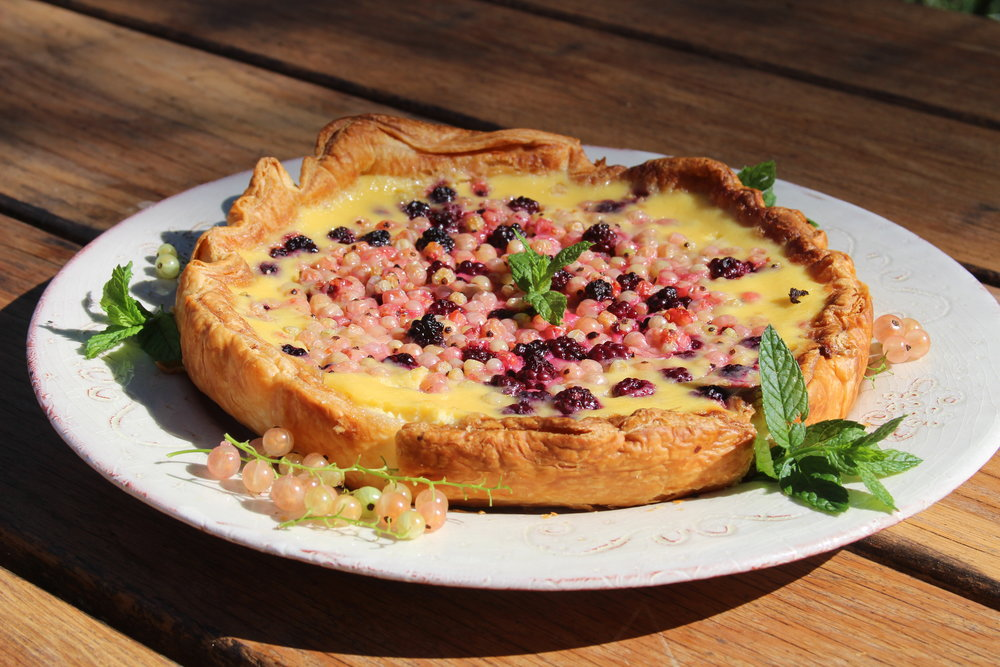 White currant, blackberry & elderflower tarte