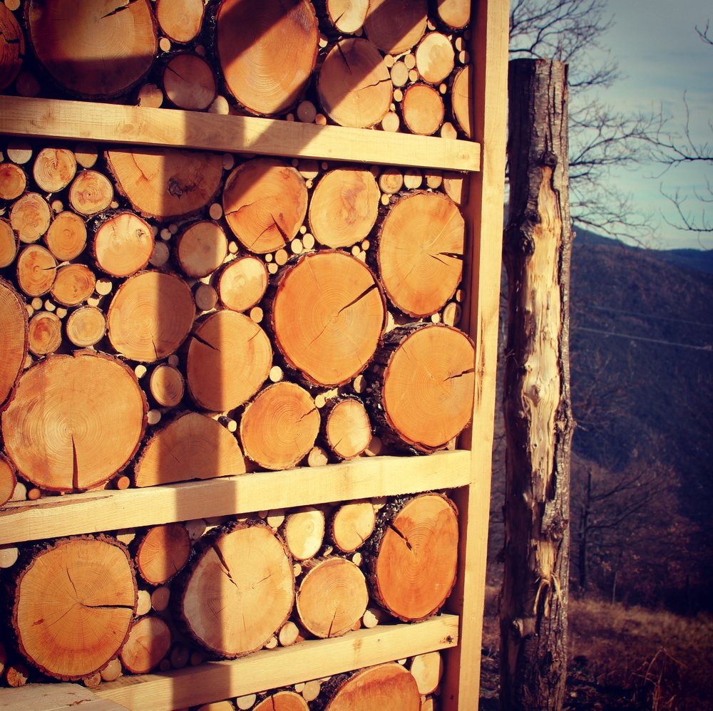 Fake woodstack wall design