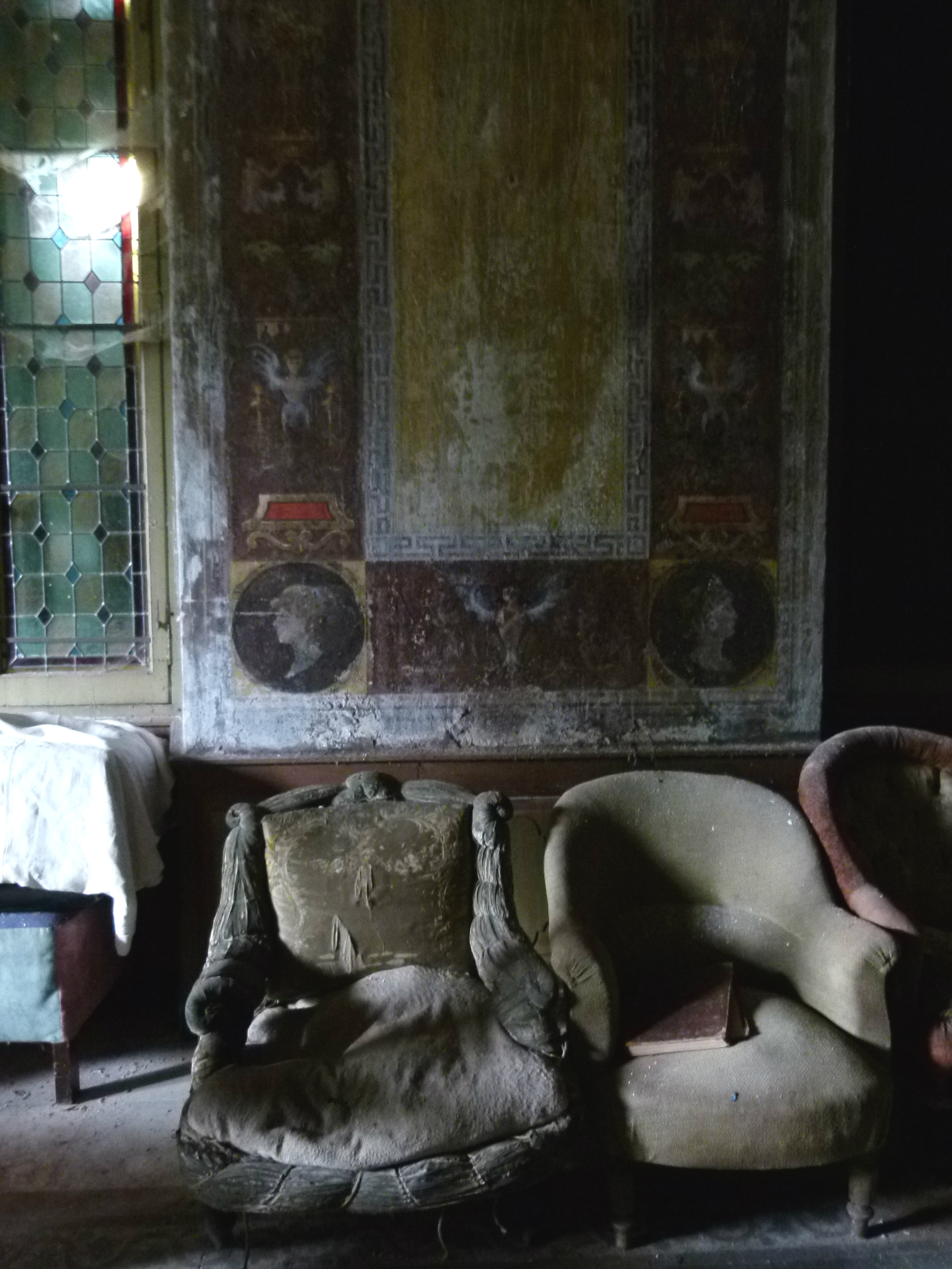 The French Muse experience private chateau brocante