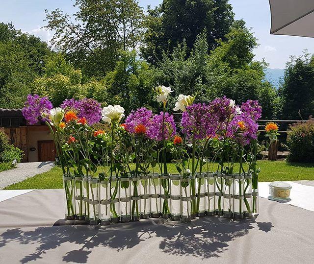 Vive les mariés ! Arrangement floral pour un magnifique mariage estival ! 🤗 | Happy wedding to my dear friends! . ~ . ~ . ~ #midorilab #flowerpower #fleurs #floweraddict #livingwithflowers #creationflorale #cestfleuricheztoi #flowerarrangement