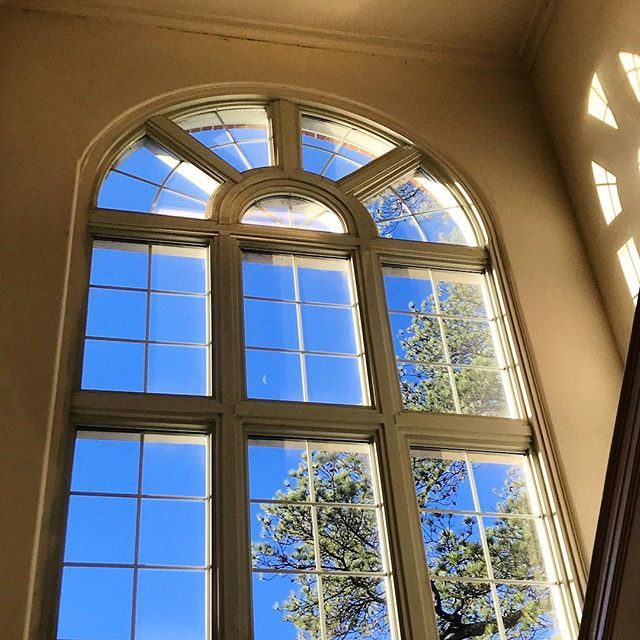 Caught today's waning crescent moon in our window this beautiful and crisp morning. #moonlightandsunlight #inthesamewindow #MeadowsWindows #🌙 #🌘 #meadows318 #318art #GoSeeArt