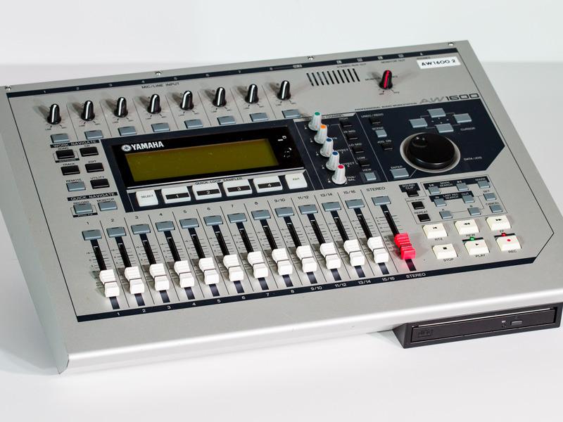YamahaAW1600.jpg
