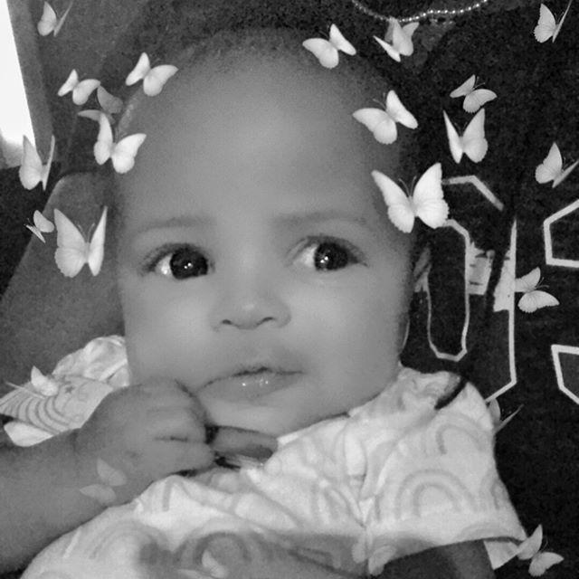 When Tee Tee @paparazzi_renee comes over it's Snapchat time!!!⠀⠀⠀⠀⠀⠀⠀⠀⠀ •⠀⠀⠀⠀⠀⠀⠀⠀⠀ #momblog #momblogger #blackgirlswhoblog #indianablogger #indianamom #mamahood #blackparenting #blackmomsblog #blackmomskillingit #momlife #raisingblackgirls #motherhoodbelike #blackmomswhoblog #lifestyleblogger #mommyblogger #bloggermom #blackmommagic #mommytales #motherhustler #blackgirlblogger #blackmothers #blackexcellence #thagoodife #filterfun😜