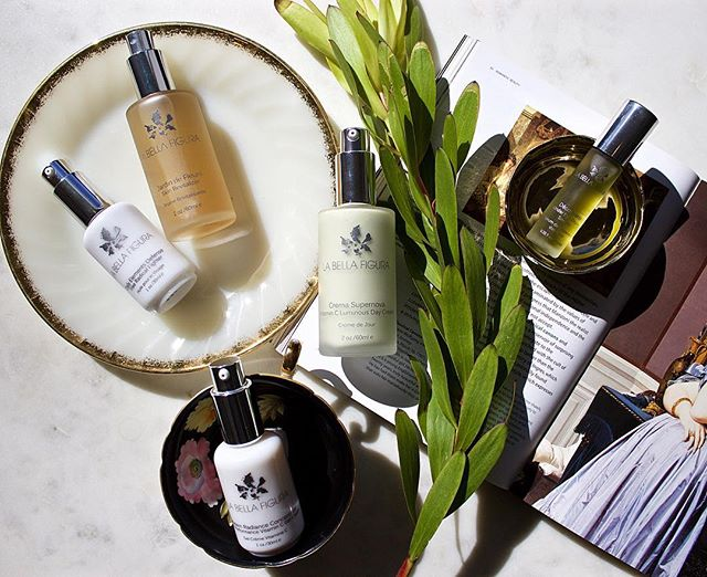 • G I V E A W A Y • Spring is officially here and that means it's time we switch up some elements of our skincare routine. Together with @labellafigurabeauty we are helping you transition your spring skincare routine and gifting this luxurious set to one lucky winner! Each of these products is rich in Vitamin C and formulated to help brighten and tone your skin, just what we need coming out of winter and into warmer weather. Included in the set is Modern Radiance Concentrate, Daily Elements Defense Face Oil, Crema Supernova Day Cream, Jardin De Fleurs Skin Revitalizer, and Decouverte Under Eye Repair Serum. (Total retail value of $505) . All you have to do to enter is follow @anightforgreenbeauty and @labellafigurabeauty and tag one friend in the comments who would love a fresh set of spring skincare too. Giveaway closes Monday, March 25th at 11:59 pm CST. Winner must be located within the US or Canada. Good luck! #greenbeauty #beautygiveaway #giveaway #springskincare