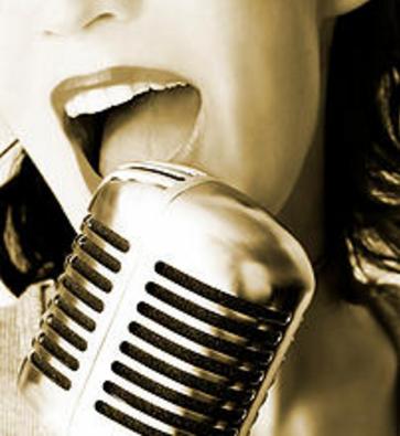 vintage-singing-lady.png