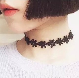 vintage-black-daisy-flower-lace-choker-necklace-for-women-e1471030608704.jpg