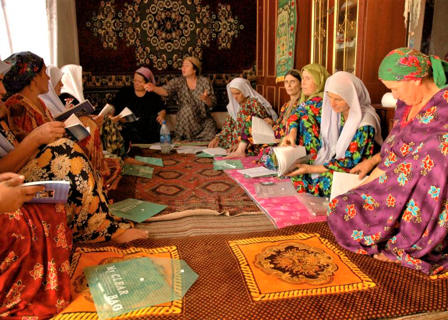 Women from the community meeting to discuss the Chornya Kassa program