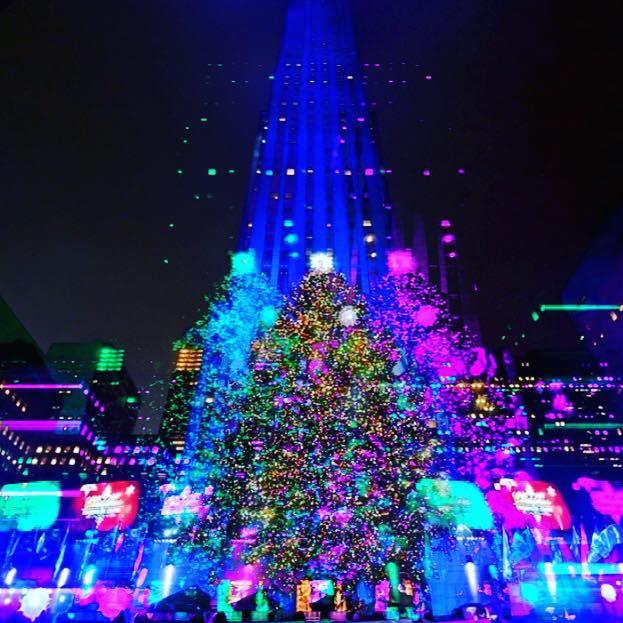 Happy holidays from all of us at Generate:) . . #generateapp #rockefellercenter #xmas #xmastree #trails #newyork #holidays #prism #interactiveart #shader #happyholidays