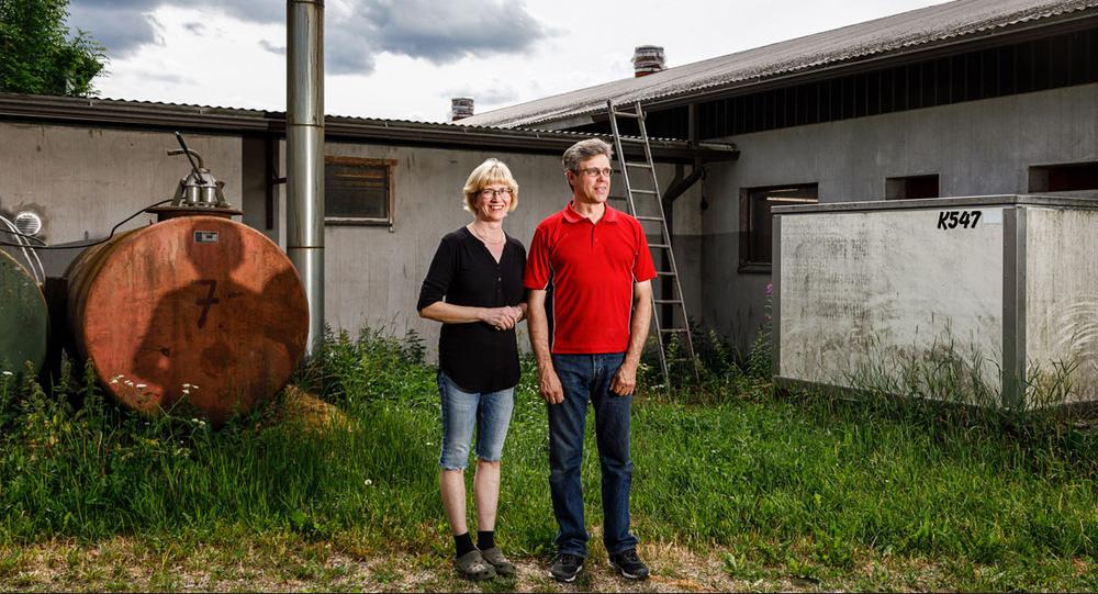 Kirsi (left) and Jouko Siikonen now farm crickets