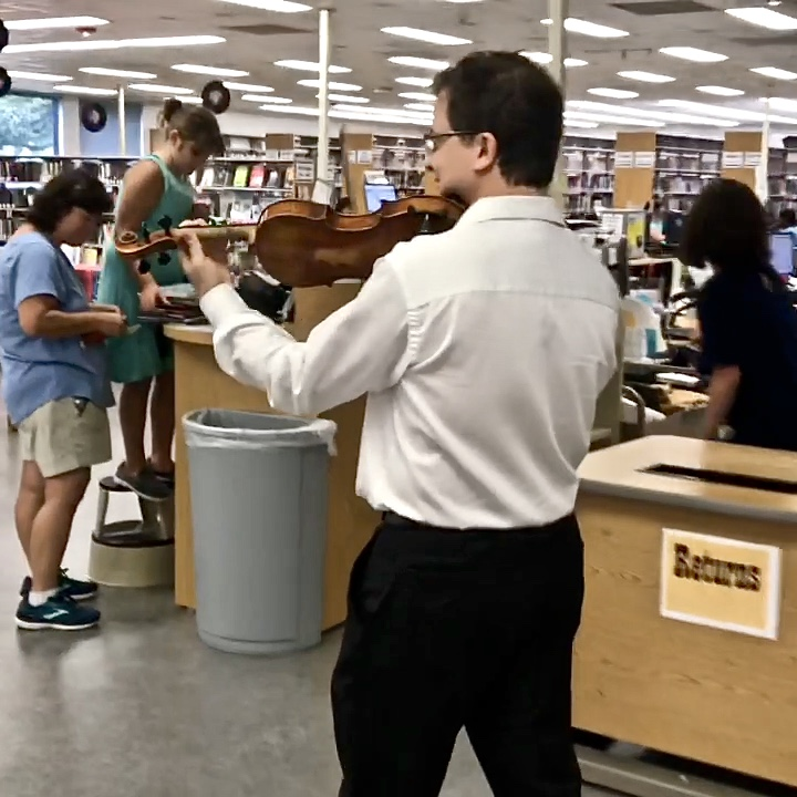 Eugeniu performing for library patrons at the Maud Smith Marks Library in Katy, TX