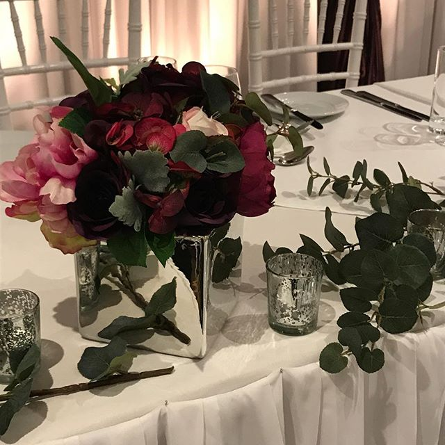 Little posies across the bridal table #specialoccasionswa #perthbrides #bridaltableflowers #flowers #artificalflowers #weddingstyling