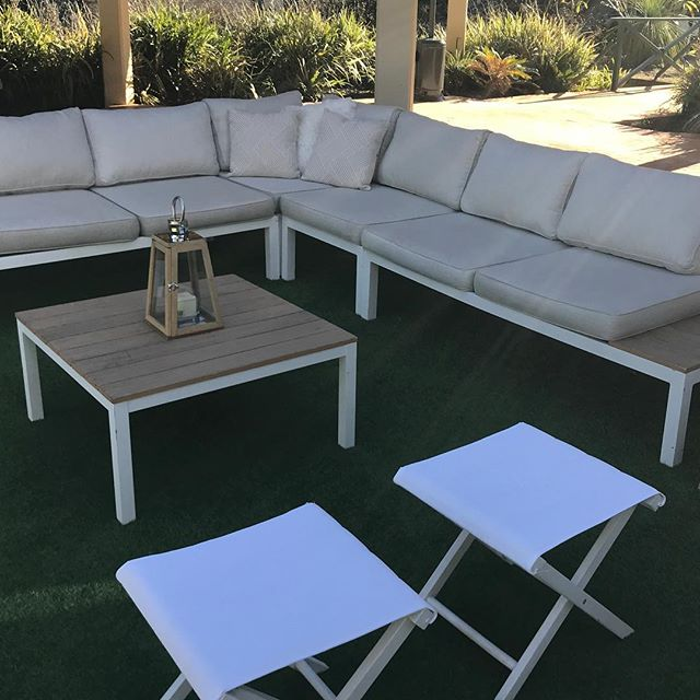 Perfect weather for lounging after your wedding ceremony @vinesresortweddings @thevinesresort #specialoccasionswa #weddingstyling #perthbrides #weddingceremony #cocktailfurniture #perthevents #eventstyling
