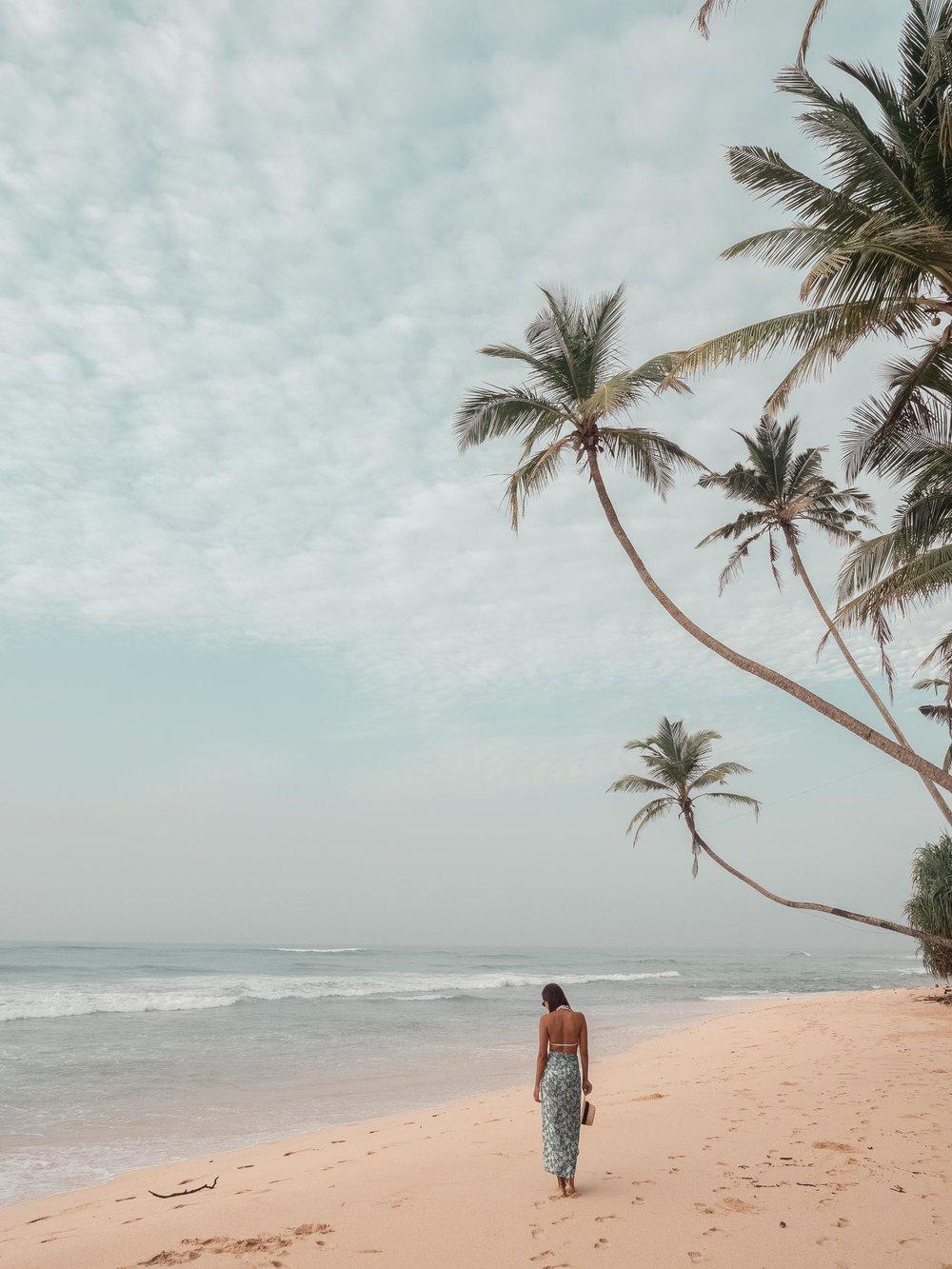 Unanwatuna_Beach_Sri_Lanka.jpg