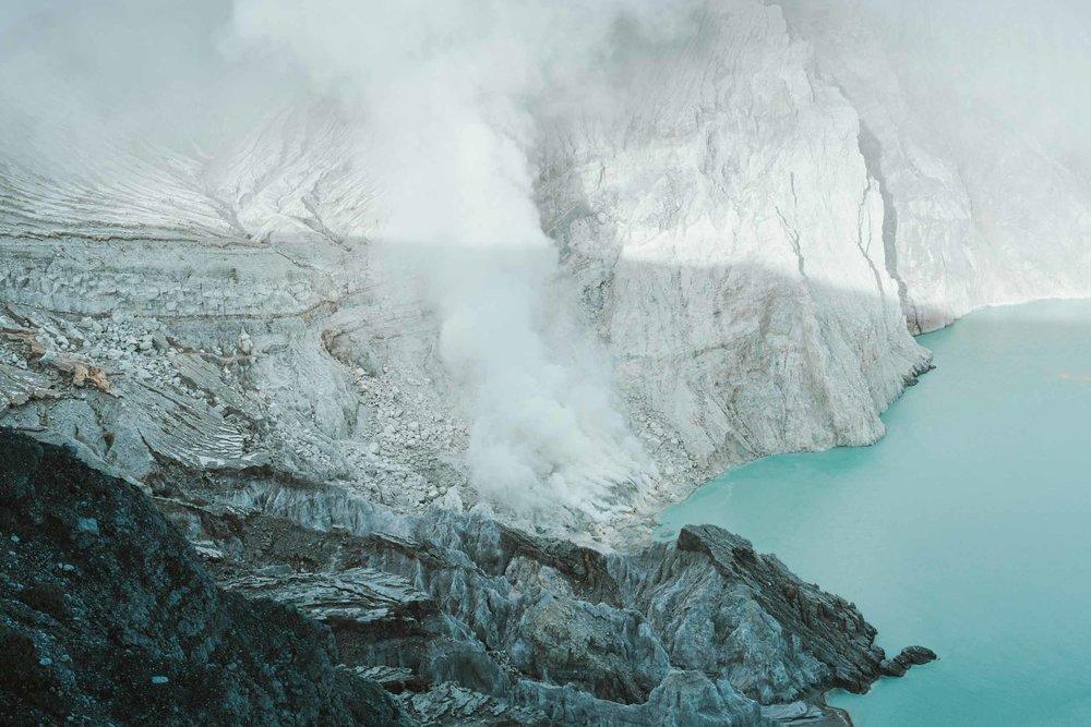 Kwah-Ijen-Crater-Indoensia-7.jpg