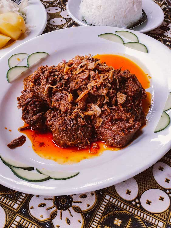 indonesian-food-beef-rendang.jpg