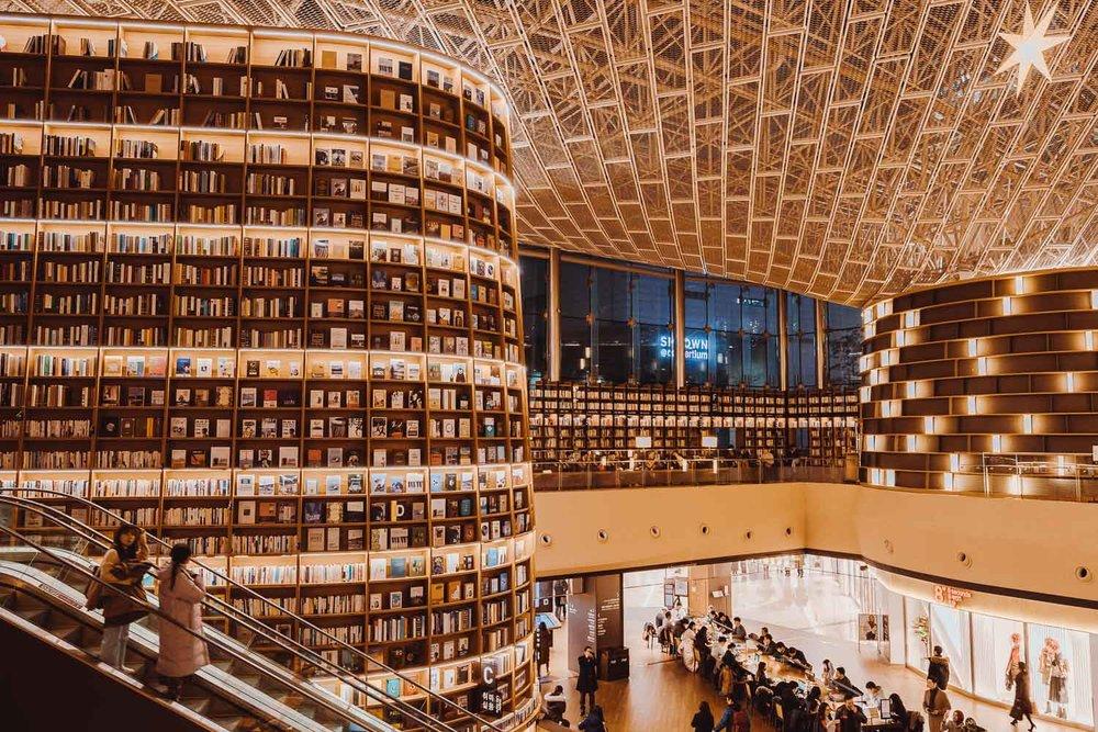 Starfield-Library-Gangnam-Seul-Elen-Pradera.jpg