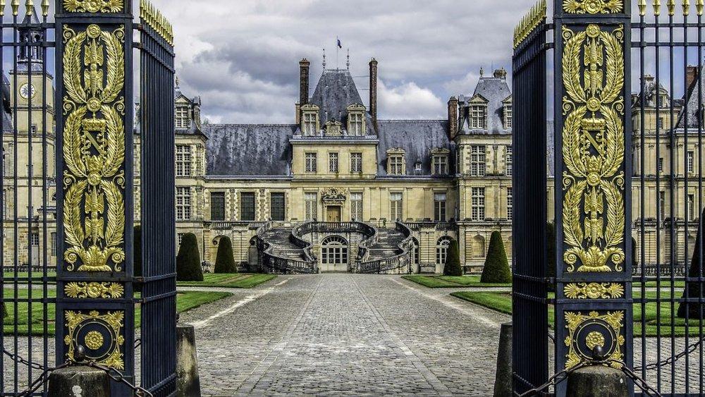 castle-of-fontainebleau-1167446_1920-1024x576.jpg