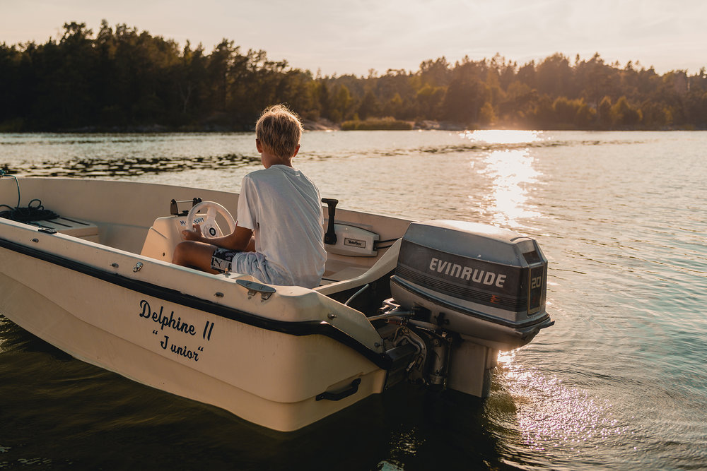 Looks like an advertising for  Evinrude outboard engines.