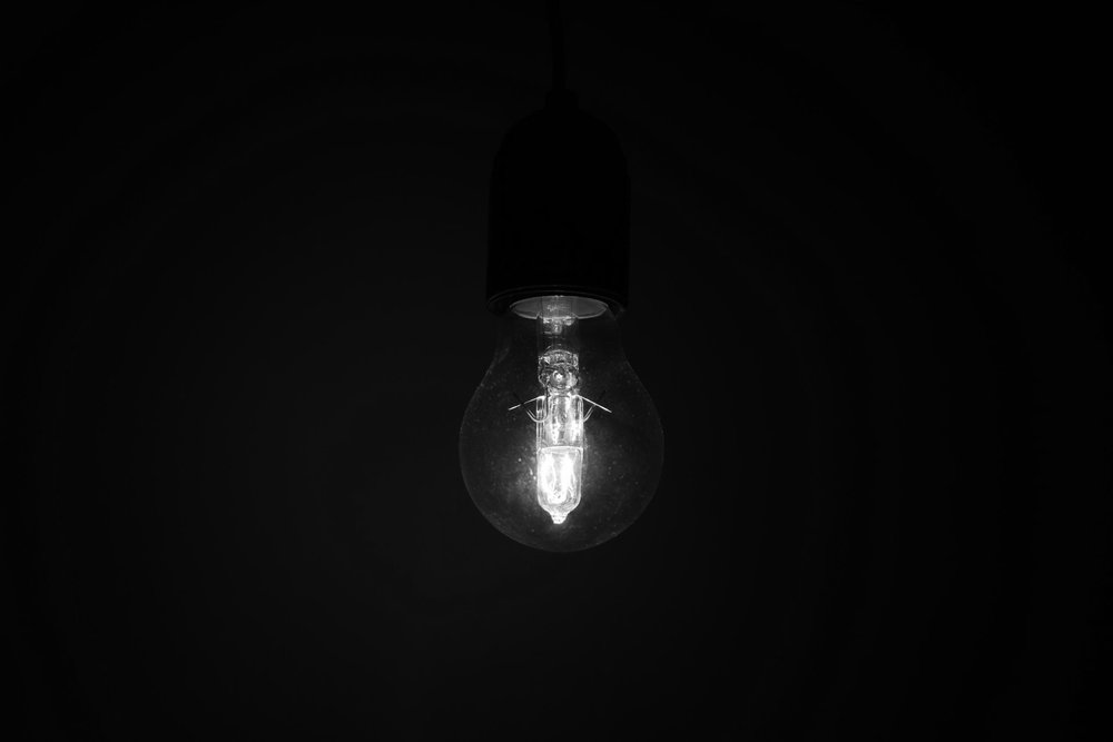 bulb-close-up-dark-712490.jpg