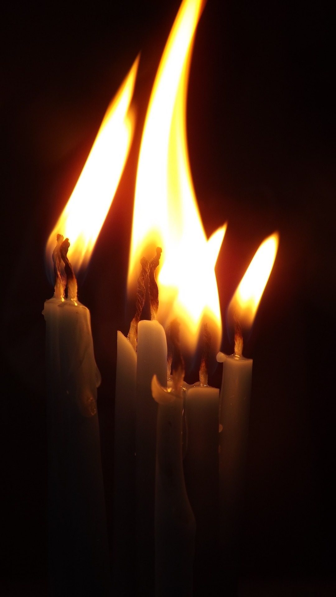 candles-1023063_1920