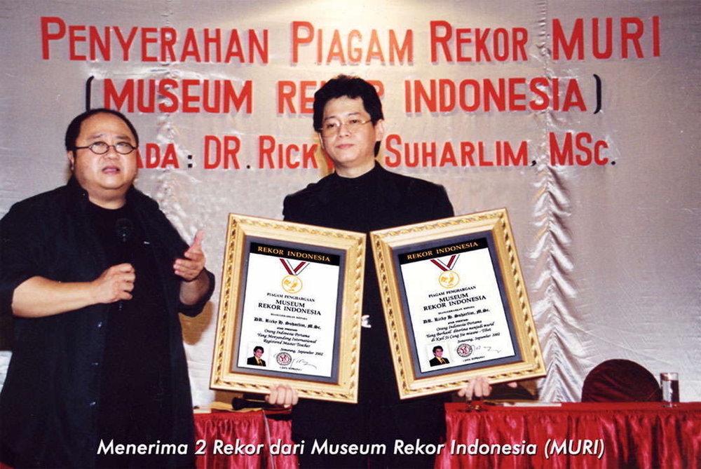 Ricky terima 2 Rekor MURI .jpg
