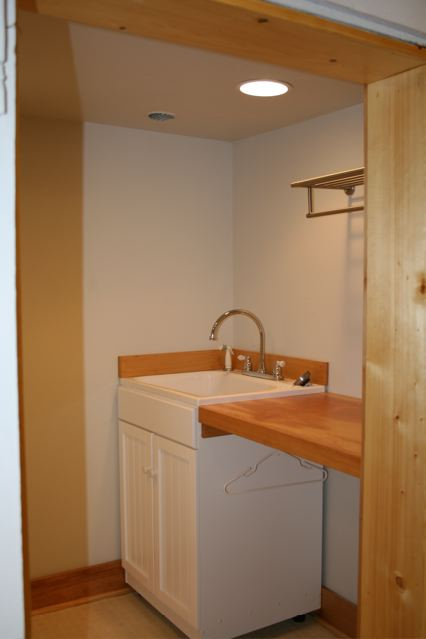 630 Silver Laundry Room Craigs Lst.jpg