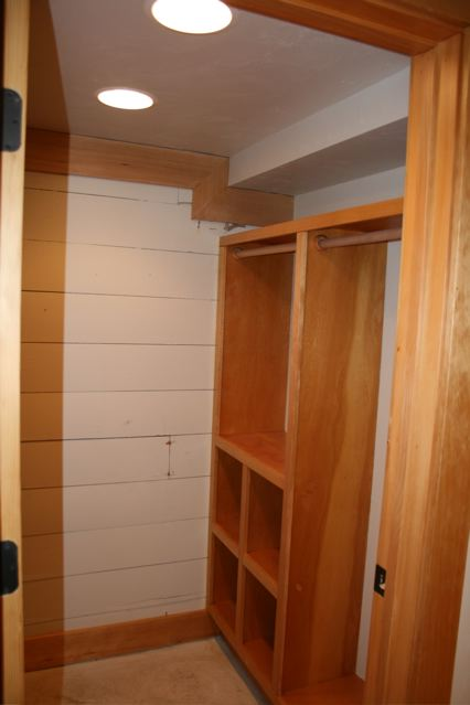 630 Silver downstairs closet Craigs Lst.jpg