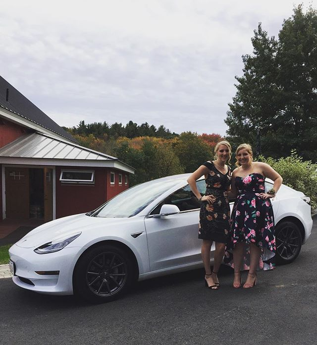 The bride rode in a stretch but the bridesmaids got to ride in a Tesla #evlimo #wedding