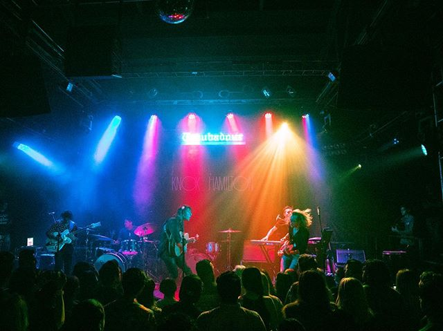 Our LA crew descended upon the historic @thetroubadour to capture @alex_di_leo's electrifying set. 📸: @andrewhallenberg