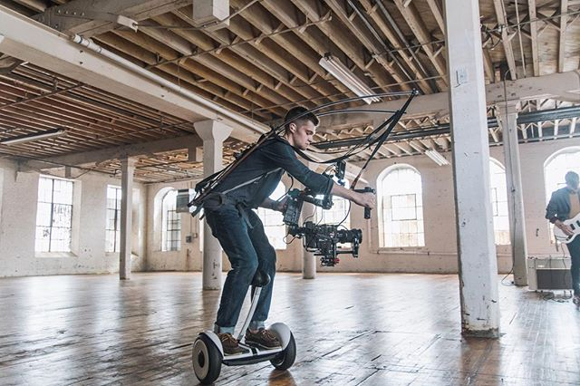 Matching Lucy's electric energy was a breeze with this combo. DP @hudsonpayer hopped on a segway with his custom rig to grab smooth performance shots. 📸: @krhphoto