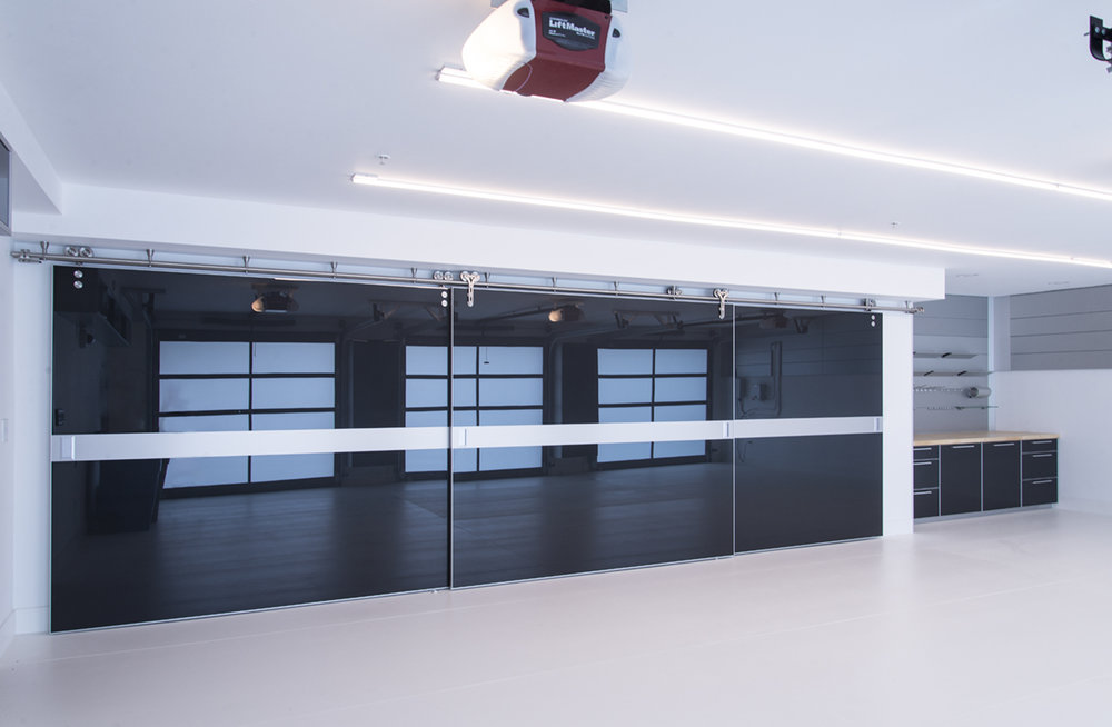 garage with white floor and sliding carbon fiber closet