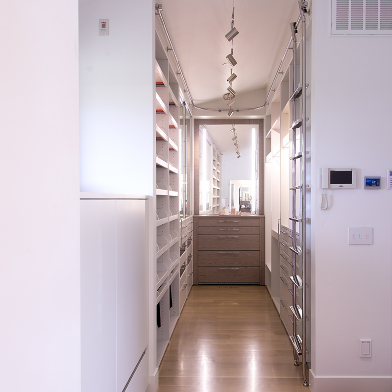 walk-in closet lacquered color