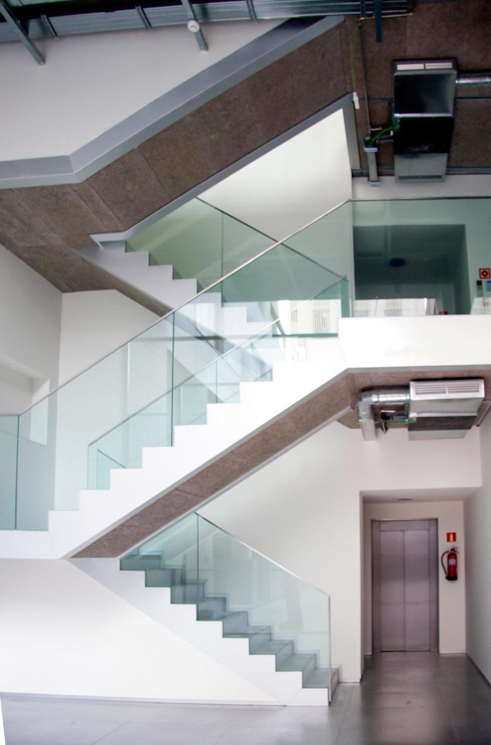 glasshandrail.entry.jpg