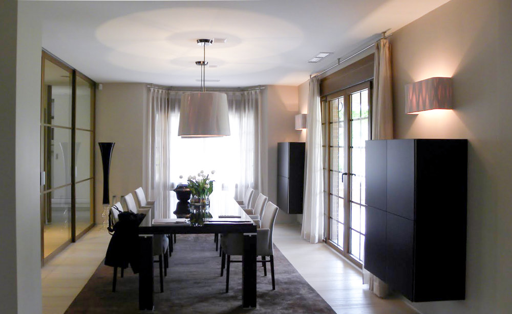 Dining room table with chairs, two pendant lamps and hanging cabinets