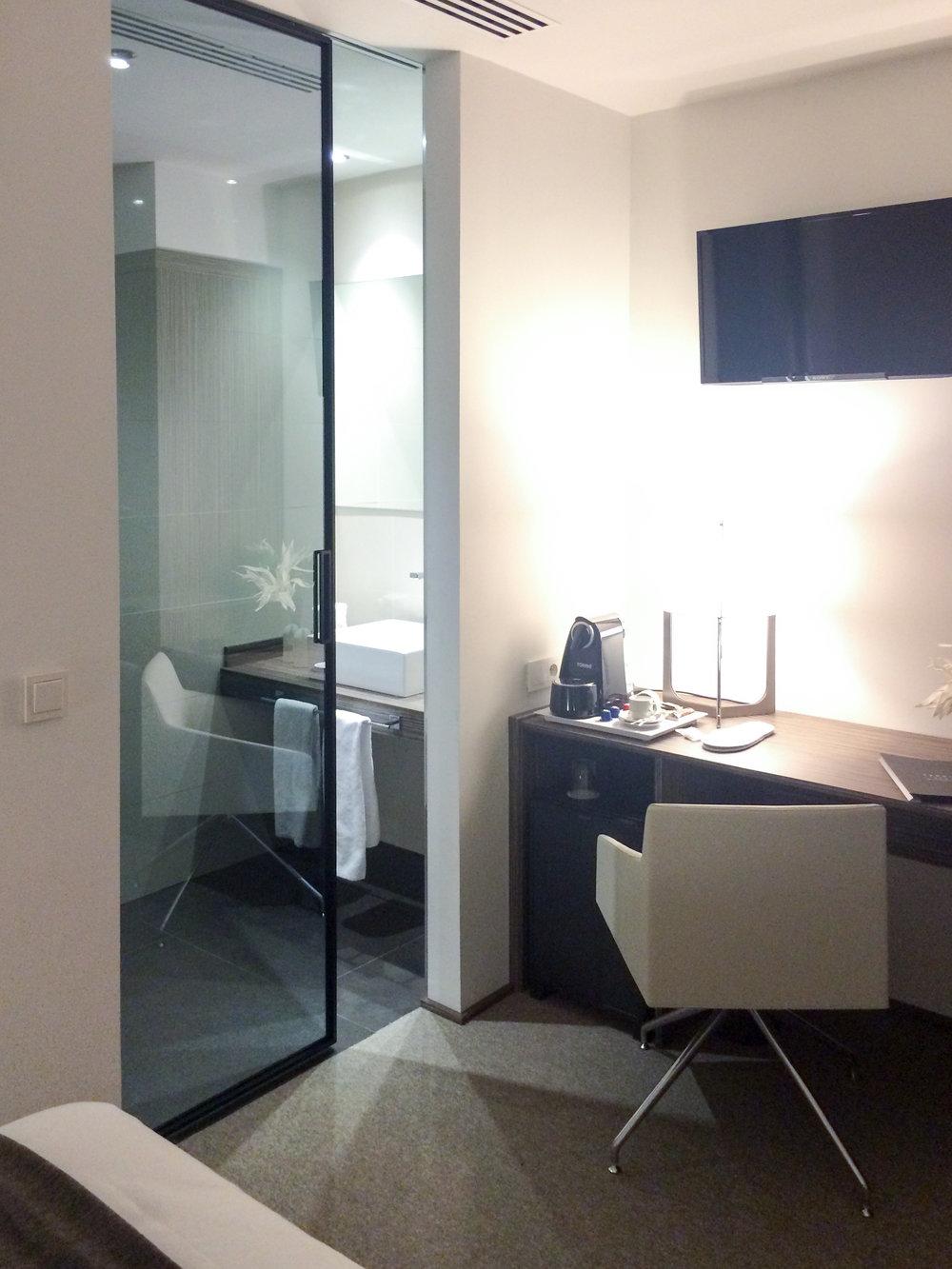 hotel_bedroom1.jpg