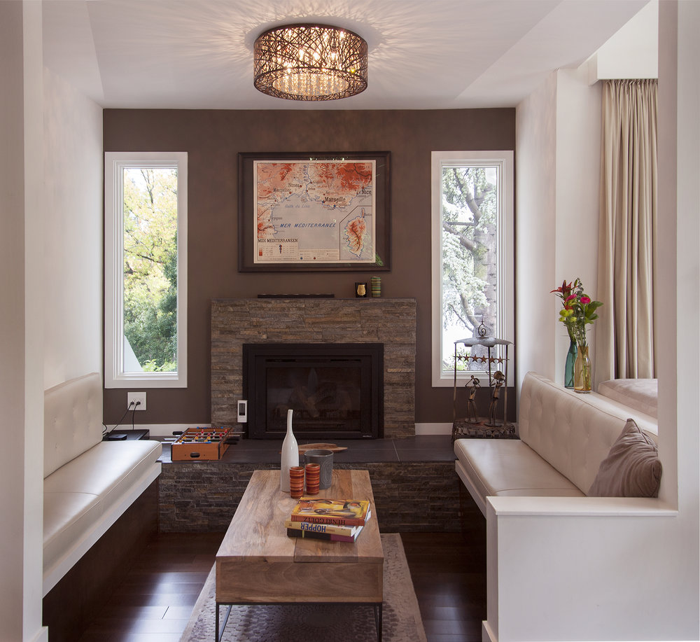 Fireplace covered with stone and two leather benches