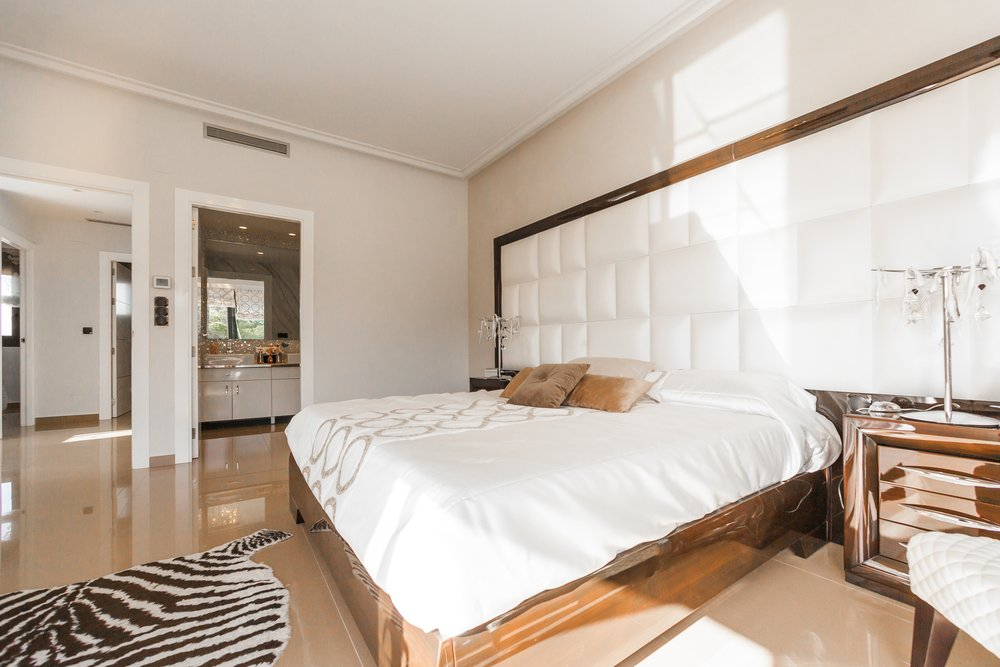 PACKAGE 3 - KING SIZE W/ PRIVATE BATH  Features: Private Bath, Ocean Views, Air Conditioning, Modern Suite, King Size Bed