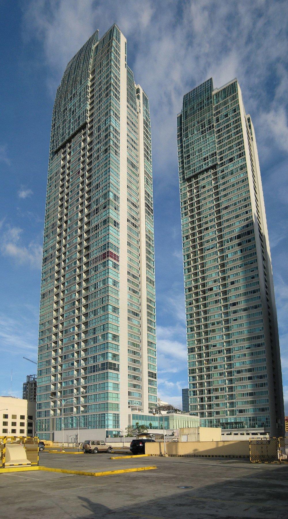 1200px-Shangri-La_Towers_Panarama,_Manila,_Philippines_-_panoramio.jpg