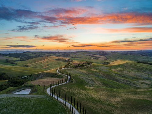 tuscany+hillside-min.jpg